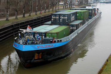 45FT. Zeecontainers transport per water